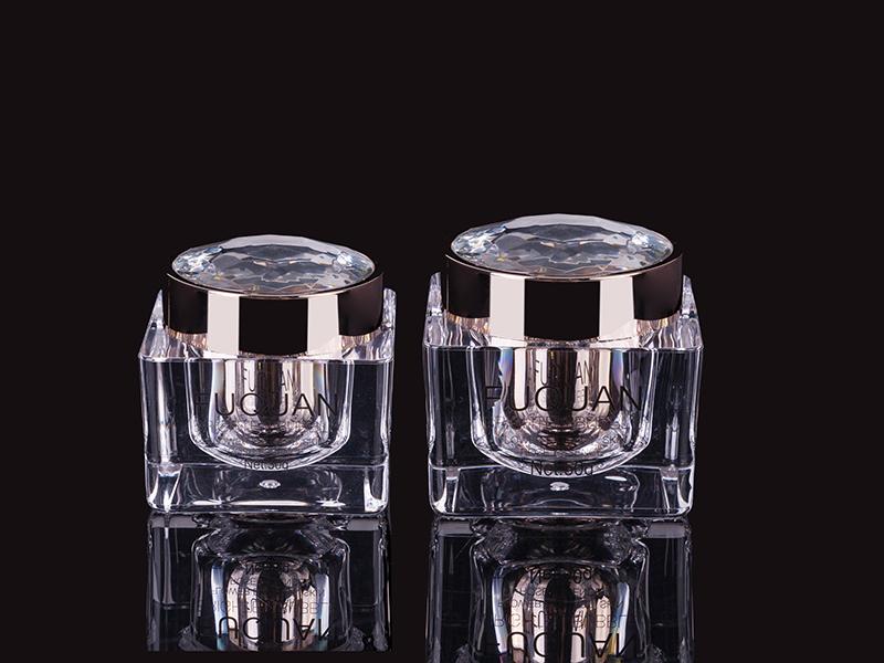 钻盖四方水晶瓶